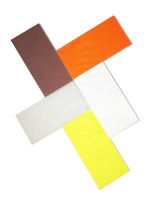 Placas de acrílico ou de pvc nas cores laranja, castanho, cinzento, amarelo ou transparente